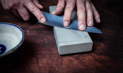 Knife sharpening by hand - Artisan Knives